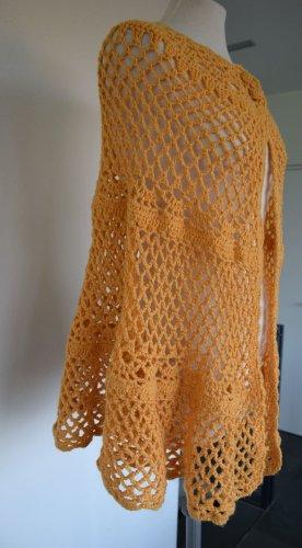 Cardigan en crochet jaune foncé laine