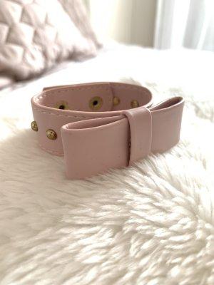 Rosa Armband mit Schleife und goldenen Nieten