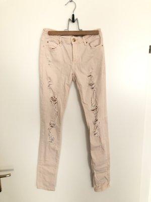 Rosa Jeans mit Löchern