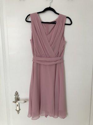 Rosa Kleid mit V-Ausschnitt