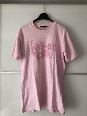 Rosa Snoopy Shirt Peanuts Collection