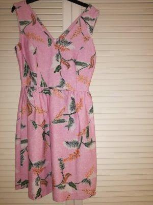 Rosa V-Ausschnitt-Kleid von Reserved