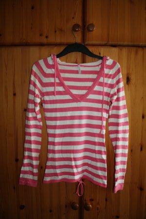 Rosa-weiß gestreifter Pullover