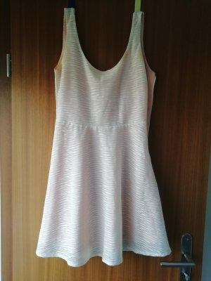 rosafarbenes Kleid
