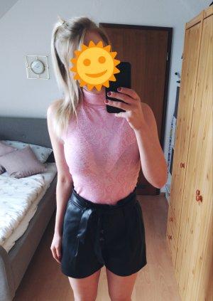Rosafarbenes Shirt in Schlangenoptik. Etwas festerer Stoff, der angenehm auf der Haut zu tragen ist.