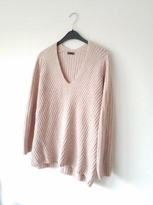 rosaner Pullover mit V-Ausschnitt