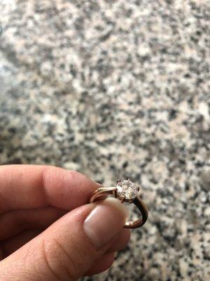 Rosé Ring mit schönem Swarowski Kristall im Brilliantschliff