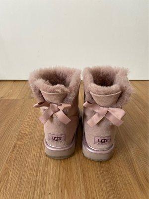 Rosé Ugg Boots mit Schleife