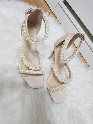 Roséfarbene Sandalen mit Perlendetails