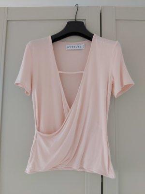 rosefarbenenes Shirt mit V-Ausschnitt