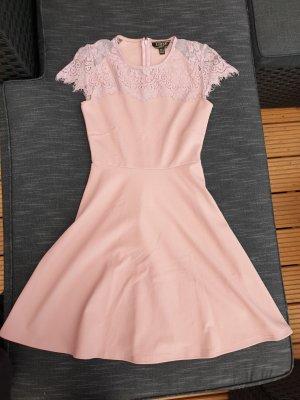 rosèfarbenes Kleid
