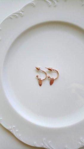 Roségoldene Ohrringe mit spitz ovalem Plättchen
