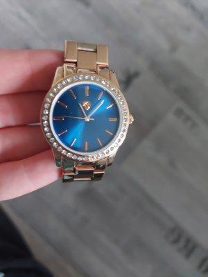 Rosegoldene Uhr mit blauem Ziffernblatt