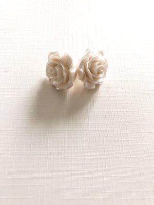 Clou d'oreille blanc-argenté