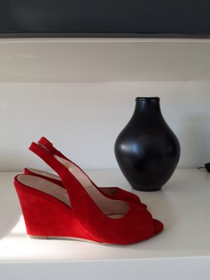 Eye Wedge Pumps red