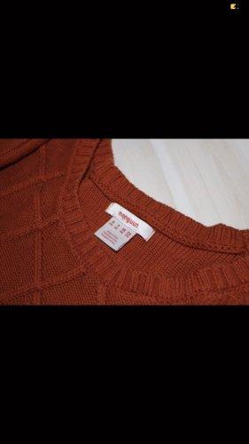 Rostbrauner Pullover