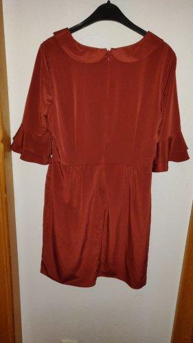 Rostrotes Kleid