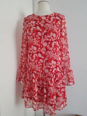 Rot geblümtes Sommerkleid