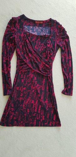 Sukienka o kroju koszulki czerwony neonowy-czarny