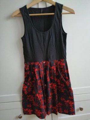 Rot graues Kleid