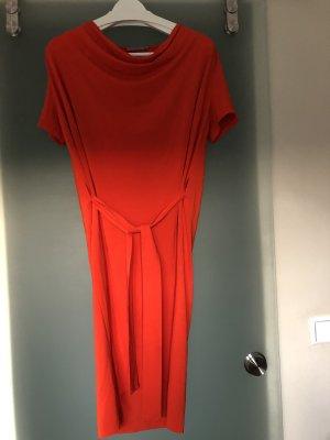 rot-orange Cos- Kleid