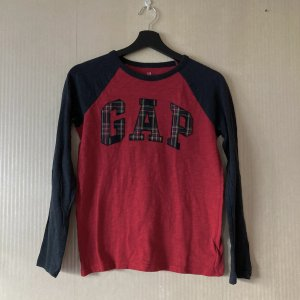 Rot schwarzes vintage GAP Shirt y2k aesthetic