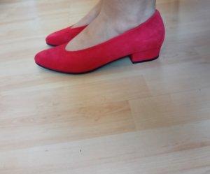 Rot Veloursleder Ballerina mit kleinem Absatz