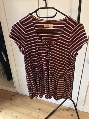 Rot-weiß festreiftes T-shirt