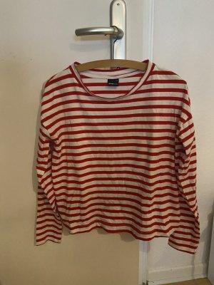 Rot weiß gestreiftes Sweatshirt