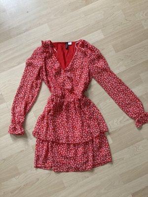 rot-weißes Sommerkleid mit Volant-Rock