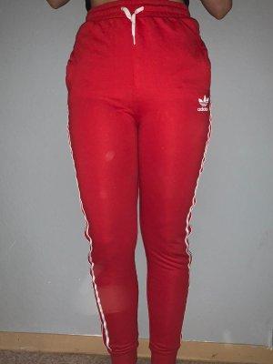 Rote Adidas Jogginghose