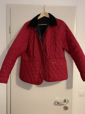 Rote Barbour Steppjacke