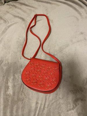 Rote Blumenumhängetasche