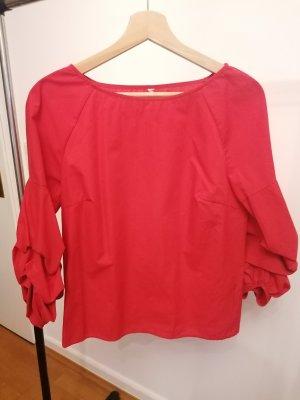 Rote Bluse mit Puffärmeln