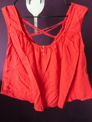 Rote Bluse mit überkreuztem Rückendetail