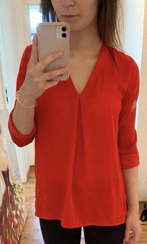 Rote Bluse mit V-Ausschnitt