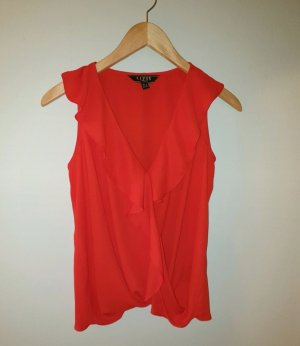 Rote Bluse mit Volants