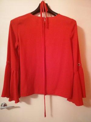 rote Bluse mit weiten Ärmel