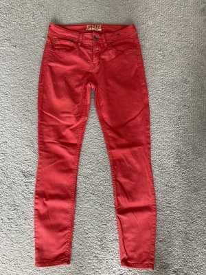 Rote Closed Jeans Baker
