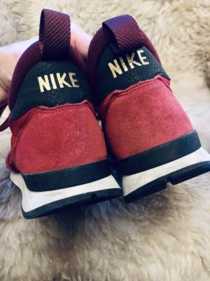 Rote coole Leder Nike Sneaker kaum getragen