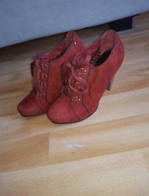 Rote High Heel Stiefeletten