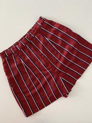 Rote Highwaist Shorts