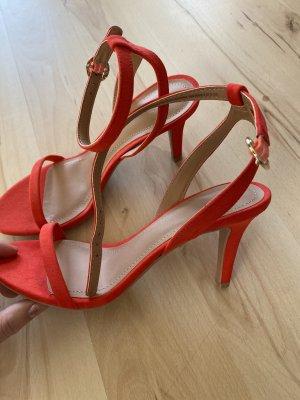 Rote hohe Schuhe