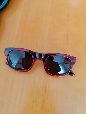 rote Horn-Sonnenbrille