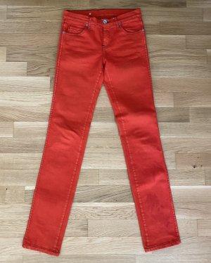 Rote Hose, ideal für den Sommer! Für Frauen mit langen Beinen