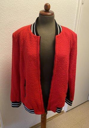 Rote Jacke von Apricciani
