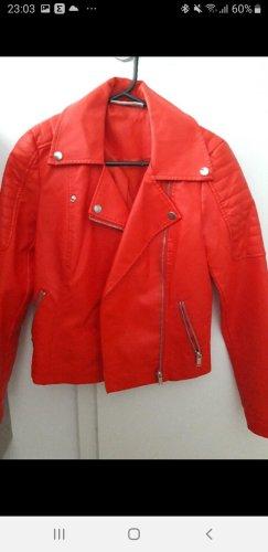 rote Jacke von Noisy May