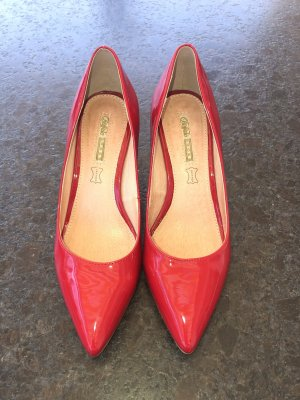 Buffalo Pointed Toe Pumps red