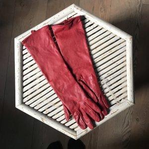 Anne L. Gants en cuir rouge foncé