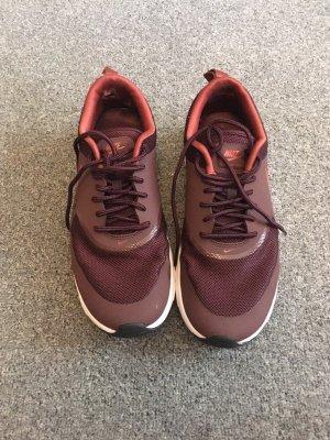 Rote Nike Free